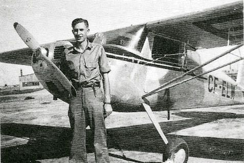 Don Hamilton with Aircraft (© Unknown)